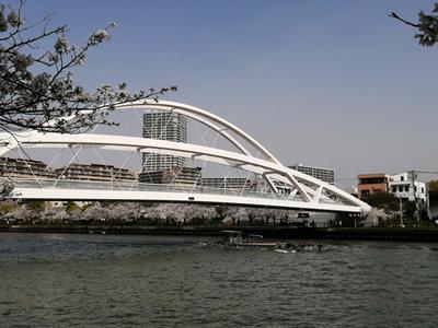 クリニック裏手から大川をまたいで都島区に通ずる飛翔橋